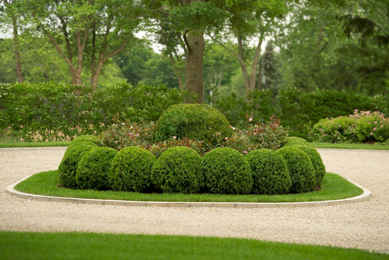 The LaurelRock Company - Residential Landscaping in CT - Green Farms - Driveway Garden Feature